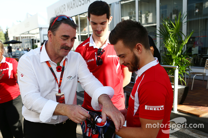 Nigel Mansell, con Alexander Rossi, Manor Marussia F1 Team y Will Stevens, Manor Marussia F1 Team