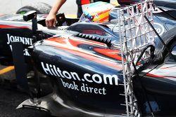 Fernando Alonso, McLaren MP4-30 in pista con i sensori per i test aerodinamici