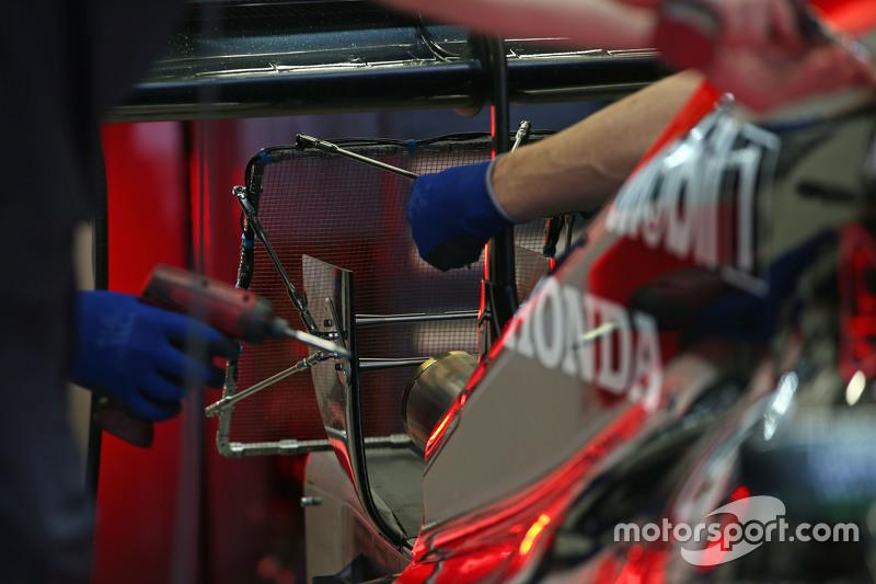 McLaren MP4-30'un egzozunda sensörler