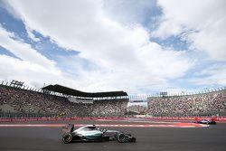 Nico Rosberg, Mercedes AMG F1 W06 met remmen in brand