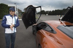 Felipe Massa au volant de la Jaguar C-X75