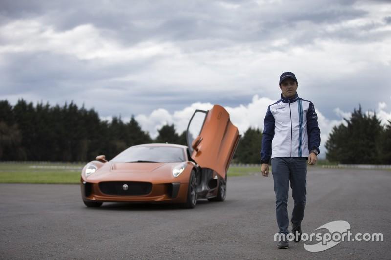 Felipe Massa al volante del Jaguar C-X75