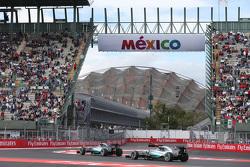 Nico Rosberg, Mercedes AMG F1 W06 lidera a Lewis Hamilton, Mercedes AMG F1 W06