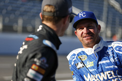 Kasey Kahne, Hendrick Motorsports Chevrolet y Clint Bowyer, Michael Waltrip Racing Toyota