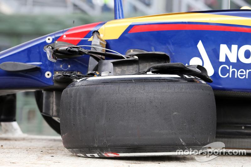 Гран При Мексики, 30 октября. Поврежденная машина Макса Ферстаппена, Scuderia Toro Rosso после аварии во время второй тренировки