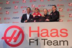 Carlos Slim, Presidente di América Móvil, Esteban Gutiérrez Haas F1 Team, Gene Haas e Guenther Steiner Team Principal