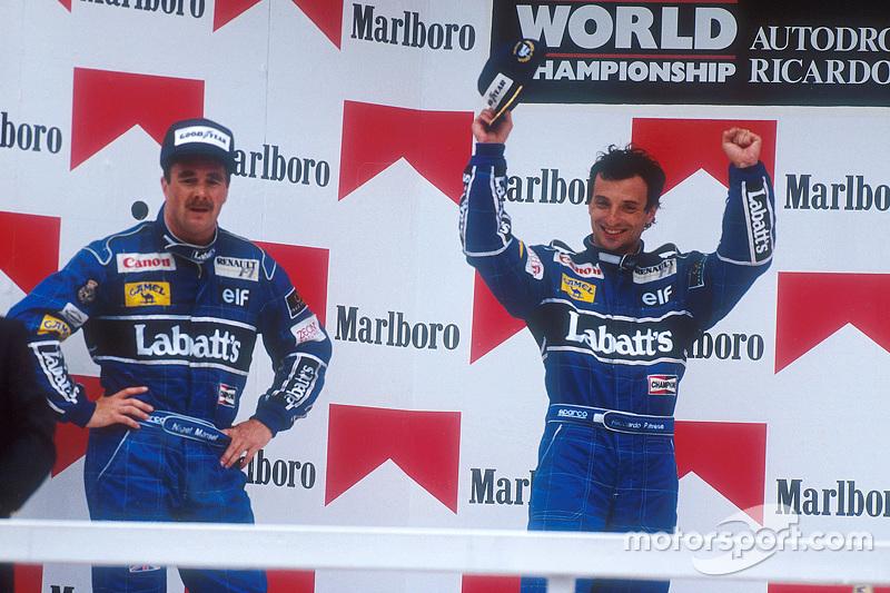 Podio: ganador de la carrera Riccardo Patrese y el segundo lugar Nigel Mansell