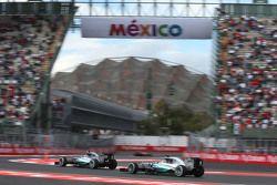 Lewis Hamilton, Mercedes AMG F1 W06 et Nico Rosberg, Mercedes AMG F1 W06