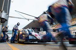Пит-стоп #1 Toyota Racing Toyota TS040 Hybrid: Себастьен Буэми, Энтони Дэвидсон, Казуки Накаджима