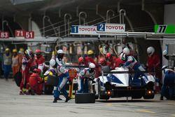Пит-стоп #1 Toyota Racing Toyota TS040 Hybrid: Себастьен Буэми и Казуки Накаджима