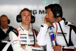 Timo Bernhard avec Mark Webber, Porsche Team