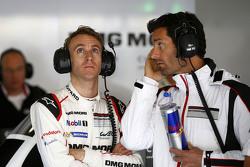 Timo Bernhard con Mark Webber, Porsche Team