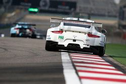 #92 Porsche Team Manthey Porsche 911 RSR : Frédéric Makowiecki, Patrick Pilet