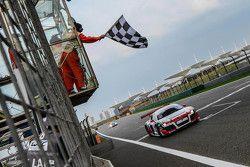 Yarış galibi Aditya Patel, Takımı Audi R8 LMS Cup