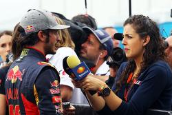 Карлос Сайнс мл., Scuderia Toro Rosso со СМИ