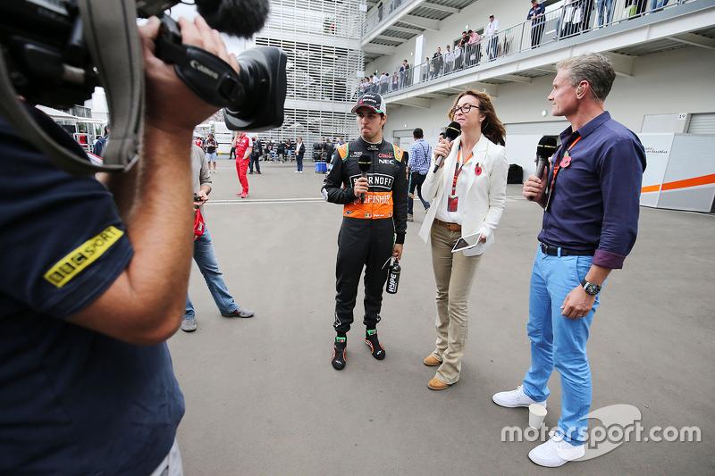 Sergio Pérez, Sahara Force India F1con Suzi Perry, presentadora de BBC F1 y David Coulthard, Red Bul