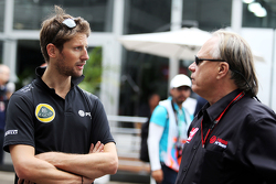 Romain Grosjean, Lotus F1 Team met Gene Haas, directeur Haas Automotion