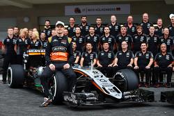 Nico Hulkenberg, Sahara Force India F1 bij een teamfoto