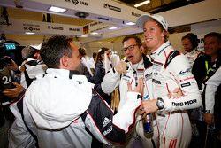 Andreas Seidl, Team Principal Porsche Team, Alexander Hitzinger, Directeur Technique LMP1 Porsche Team avec Brendon Hartley, Porsche Team