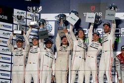 Podium : les vainqueurs Timo Bernhard, Mark Webber, Brendon Hartley, Porsche Team, les deuxièmes, Romain Dumas, Neel Jani, Marc Lieb, Porsche Team