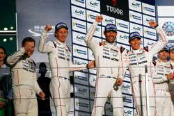 Podium : les vainqueurs Timo Bernhard, Mark Webber, Brendon Hartley, Porsche Team avec Andreas Seidl, Team Principal Porsche Team