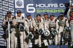 Podyum: Kazanan Timo Bernhard, Mark Webber, Brendon Hartley, Porsche Takımı, ikinci Romain Dumas, Ne