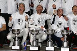 2015 Dünya Şampiyonu Timo Bernhard, Mark Webber, Brendon Hartley, Porsche Takımı