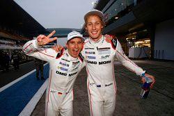 Le Champion du Monde 2015 Timo Bernhard avec Brendon Hartley, Porsche Team