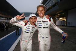 2015 Dünya Şampiyonu Timo Bernhard ile Brendon Hartley, Porsche Takımı