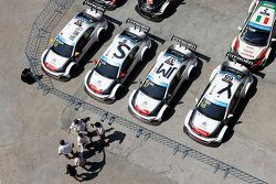 Les voitures Citroën World Touring Car team d'Yvan Muller, Sébastien Loeb, Ma Qing Hua, Jose Maria Lopez