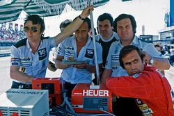 Alan Jones, Williams, und Carlos Reutemann, Williams, mit Patrick Head