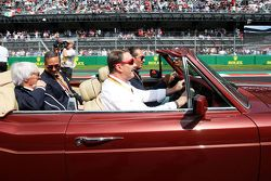Nigel Mansell, drives Carlos Slim Domit, Chairman of America Movil and Bernie Ecclestone, on the drivers parade.