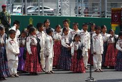 Jonge zangers op de grid