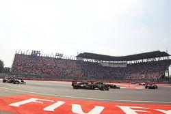Romain Grosjean, Lotus F1 E23 y Pastor Maldonado, Lotus F1 E23