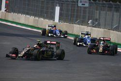 Pastor Maldonado, Lotus F1 E23 lidera a Romain Grosjean, Lotus F1 E23