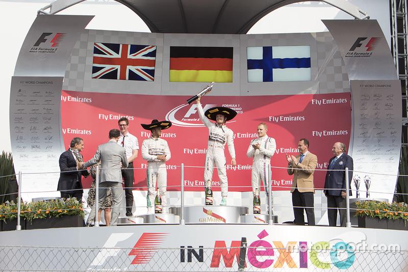 Podio Primer lugar Nico Rosberg, Mercedes AMG F1, Segundo Lugar Lewis Hamilton Mercedes AMG F1 y el