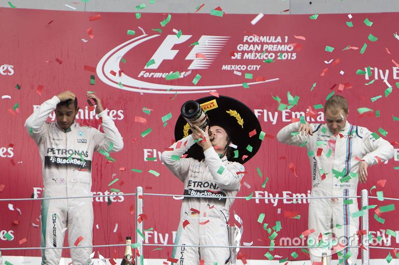 Podio: Primer lugar Nico Rosberg, Mercedes AMG F1, Segundo Lugar Lewis Hamilton Mercedes AMG F1 y el