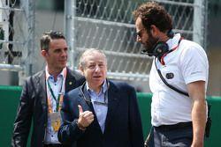 جان تود رئيس الاتحاد الدولي للسيارات، مع ماتيو بونسياني المندوب الإعلامي على الحلبة