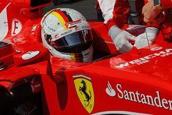 Sebastian Vettel, Ferrari SF15-T op de grid