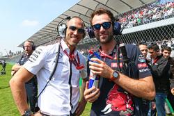 Daniel Schloesser, Mercedes AMG F1 Physio en Sam Village, Scuderia Toro Rosso op de grid