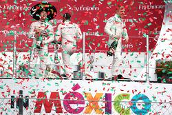 领奖台:获胜者尼科•罗斯伯格(梅赛德斯),第二名刘易斯•汉密尔顿(梅赛德斯),第三名瓦尔特利•博塔斯(威廉姆斯)