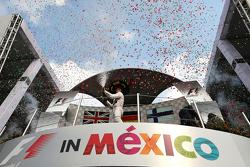 Podium: winnaar Nico Rosberg, Mercedes AMG F1 W06