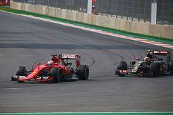 Sebastian Vettel, Ferrari SF15-T e Pastor Maldonado, Lotus F1 E23