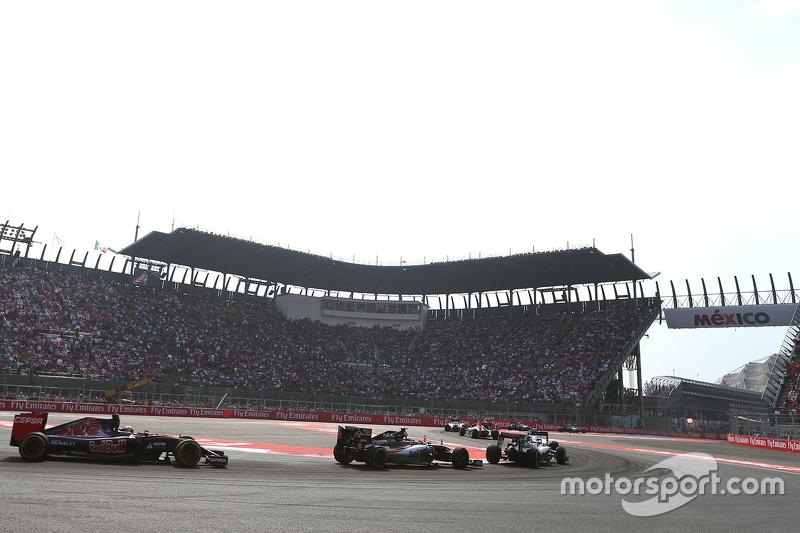 Sergio Perez, Sahara Force India; Carlos Sainz, Scuderia Toro Rosso