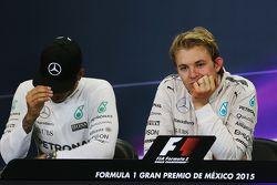 Lewis Hamilton, Mercedes AMG F1 en winnaar Nico Rosberg, Mercedes AMG F1 in de FIA persconferentie