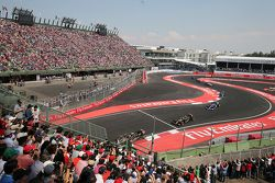 Pastor Maldonado, Lotus F1 E23 lidera a su compañero de equipo Romain Grosjean, Lotus F1 E23
