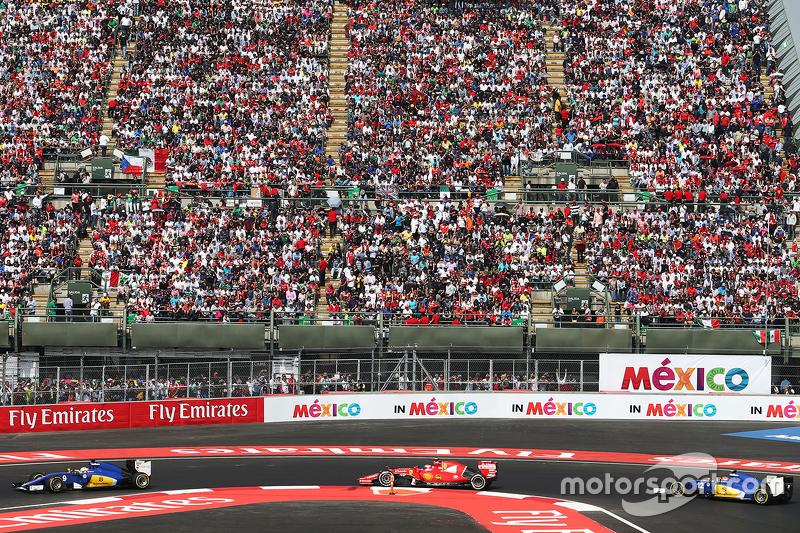 Маркус Ерікссон, Sauber C34 лідирує Кімі Райкконен, Ferrari SF15-T та Феліпе Наср, Sauber C34