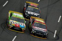 Jeff Gordon, Hendrick Motorsports Chevrolet en Kyle Busch, Joe Gibbs Racing Toyota en Martin Truex J