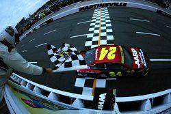 Jeff Gordon, Hendrick Motorsports Chevrolet wint
