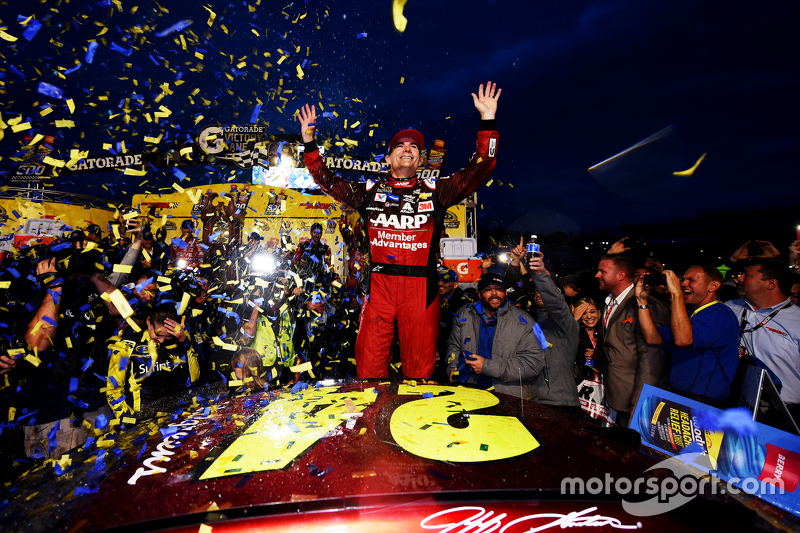 #3: Jeff Gordon gewinnt in Martinsville